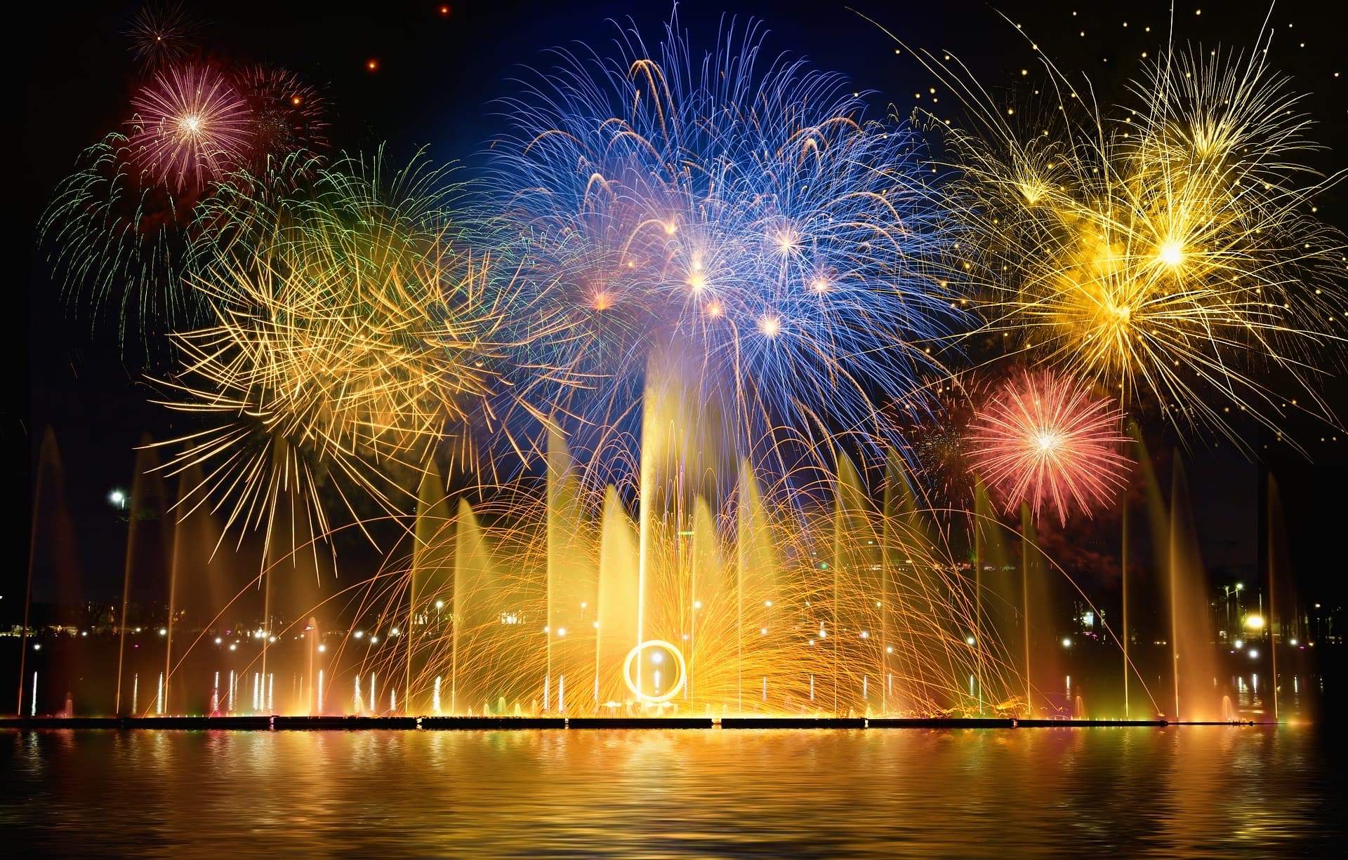 "ALTEA: ""CASTELL DE L´OLLA"" (Fireworks on the sea)"